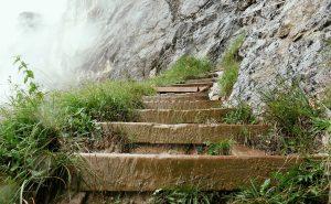 Faire descendre l'escalier à nos croyances
