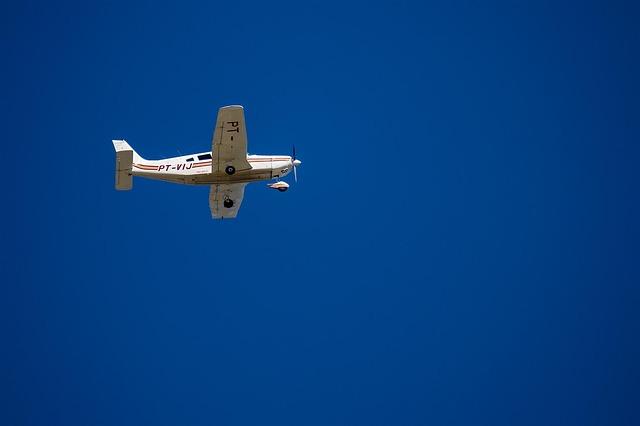 airplane-933717_640