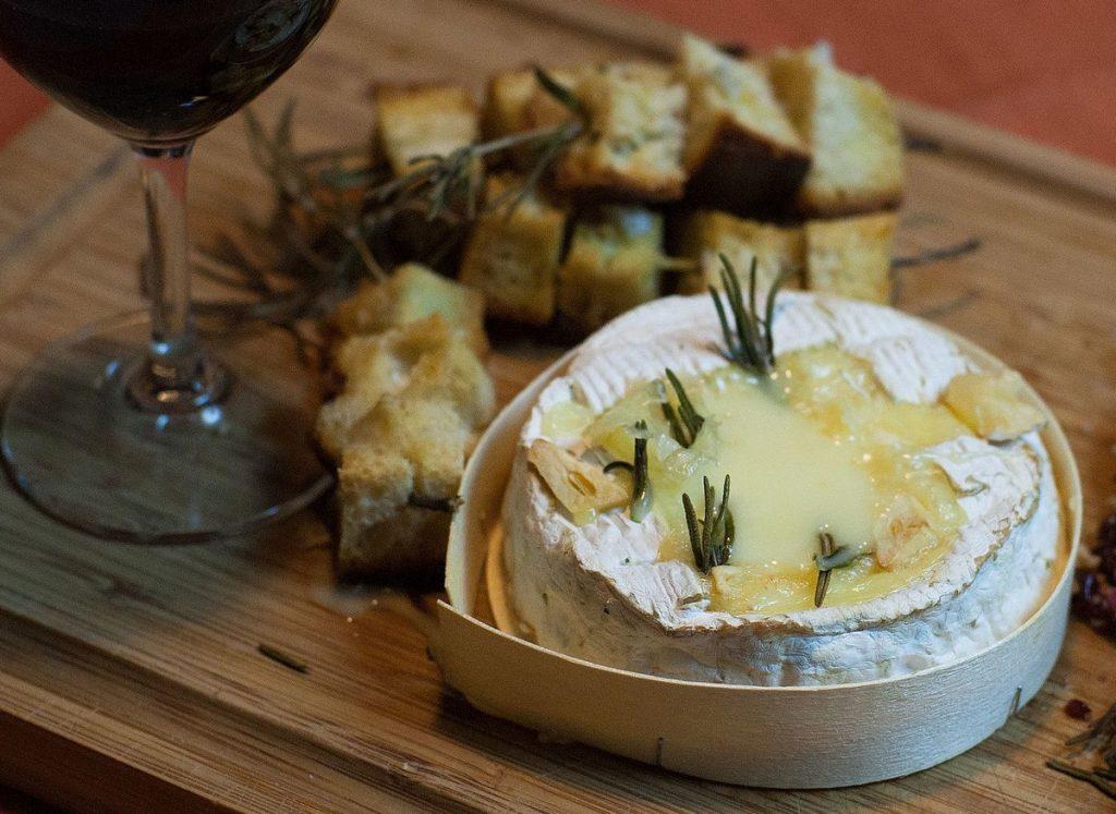 On a le droit de faire tout un fromage de son plaisir au travail;)