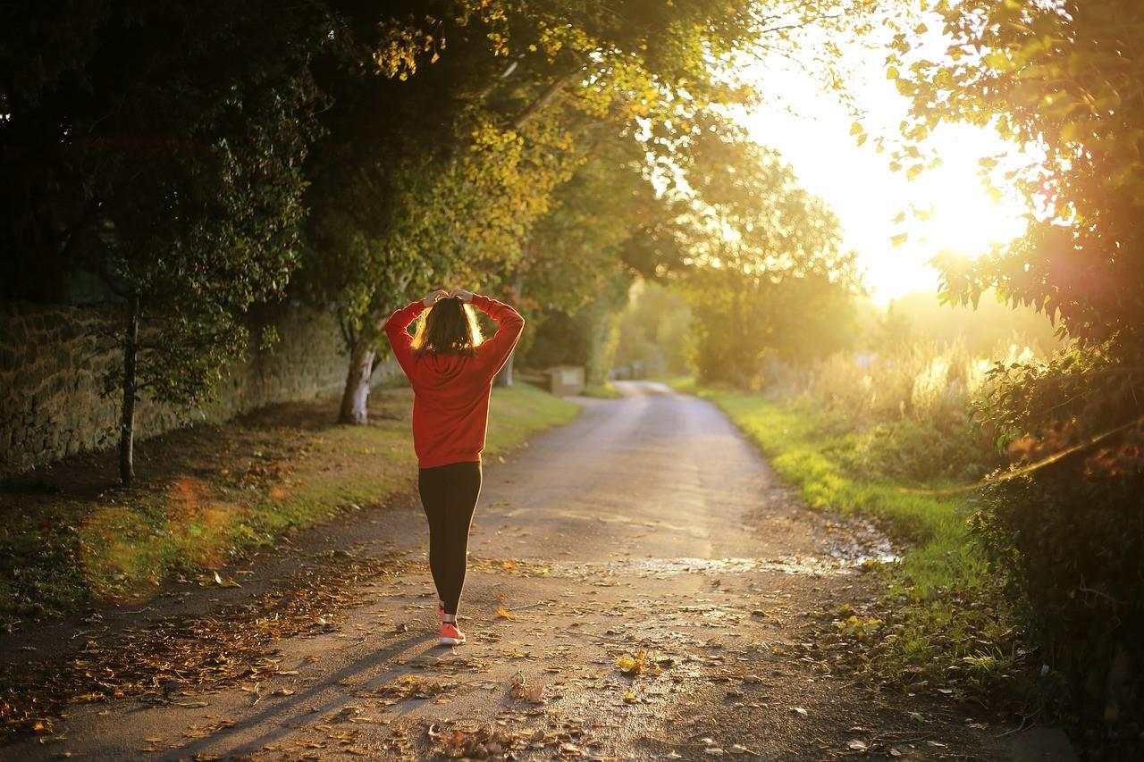 Marcher: un outil péripatéticien pour dépasser blocages et ruminations