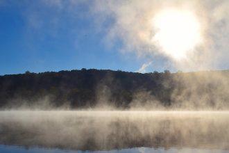 Pour sortir du sentiment d'être perdu(e) dans le brouillard, considérez que votre reconversion est un territoire à cartographier, pas un sommet à escalader. Et cartographiez-le!